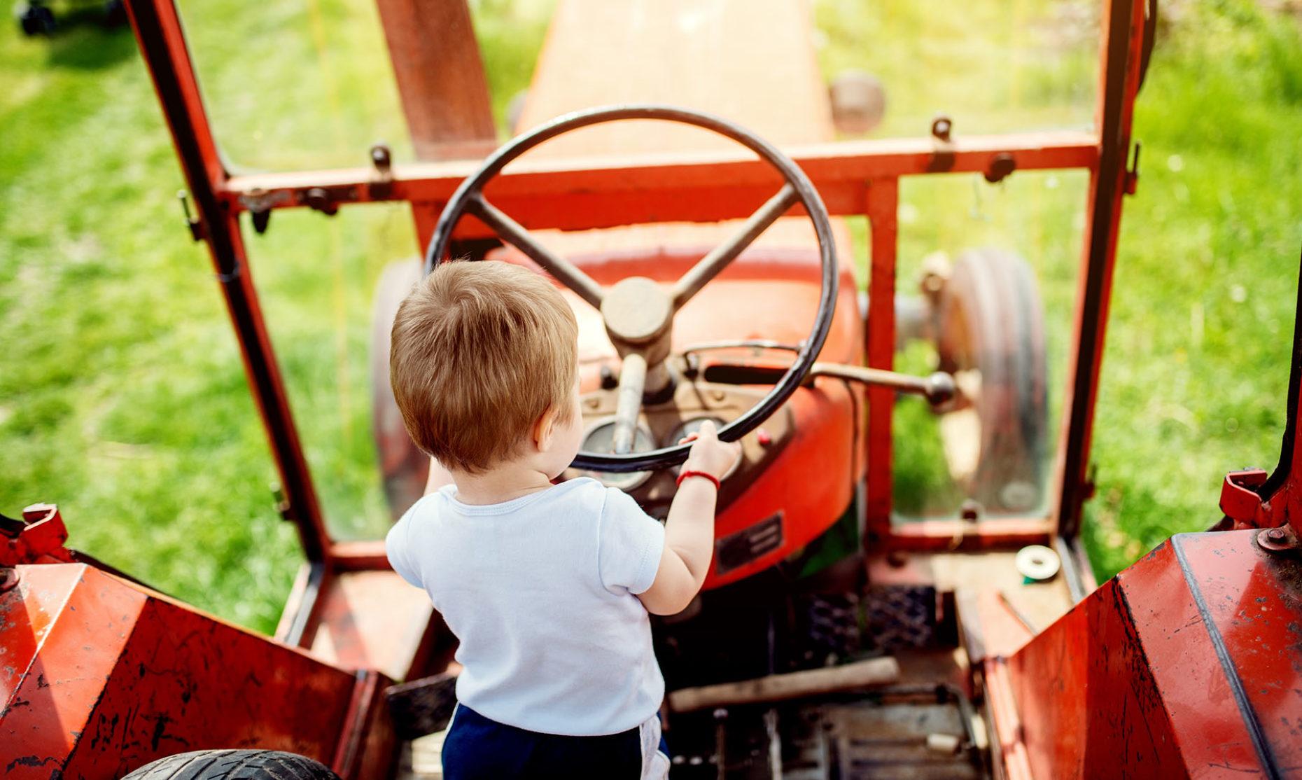 Nachfolgeregelung_KMU_Kind_Traktor