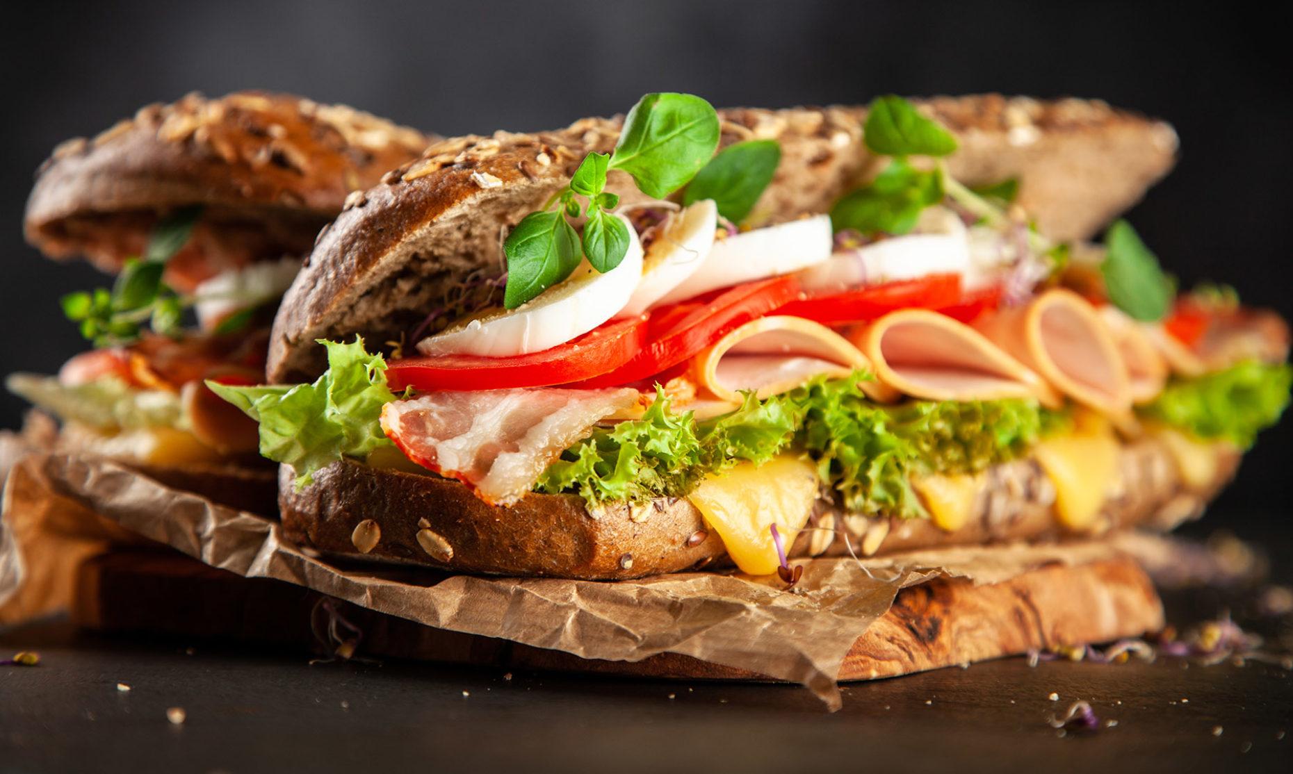 sandwich_mittagspause_arbeitsplatz_wirblog_gesundheit